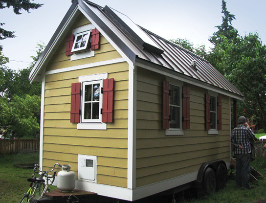 Exterior of a tiny home that is on wheels.