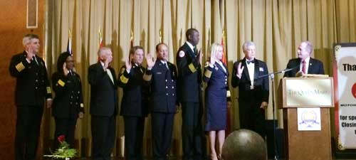 Jim Pauley swears in new officers and board members of the Metro Chiefs